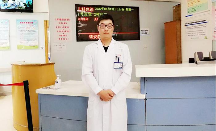张道国医生在儿科的照片