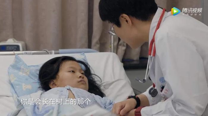《人间世》中医生安慰孩子会是长在树上不凋落的叶子